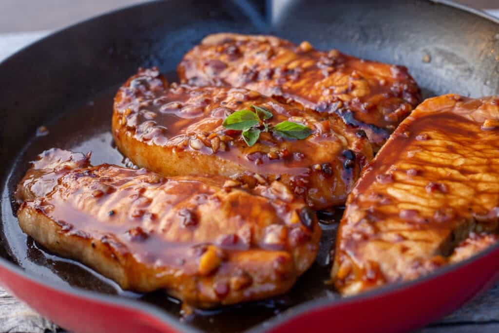 Featured image of cooked honey garlic pork chops.